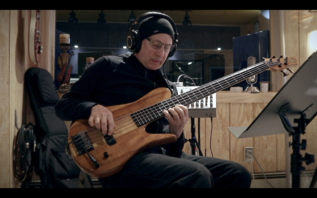 Lincoln Goines performing on Phil Maturano - New York Sessions